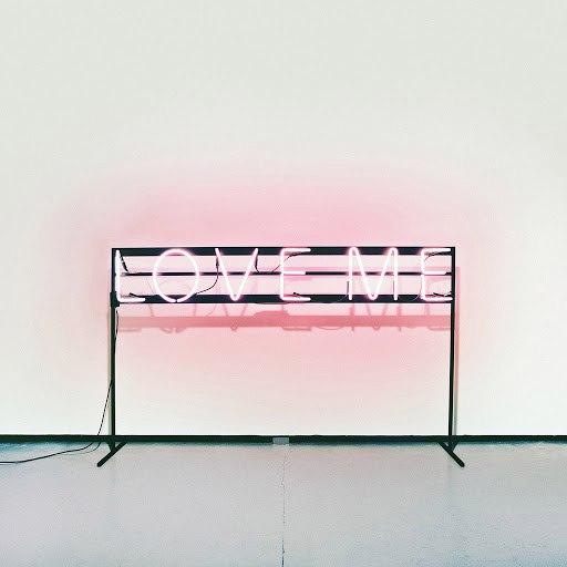 The 1975 альбом Love Me
