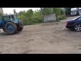 Дебил на ауди А8 против трактора