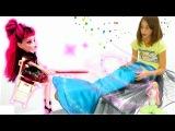 Подружка Вика - РУСАЛКА! Игры с Барби и куклой Монстер Хай Дракулаурой. Видео для девочек.