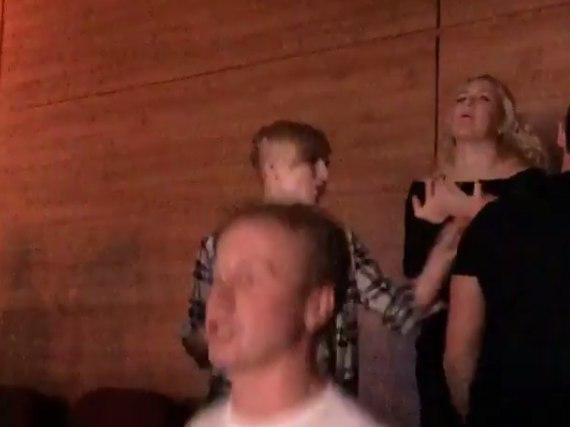 """Поход Ксении Бородиной на концерт """"Руки вверх"""" закончился дракой."""