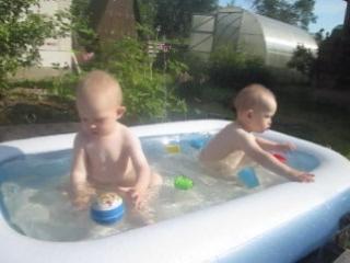 Степан и Тимофей 1 год и 7 месяцев