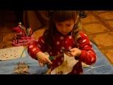 Чем занять ребенка из того что есть дома. Учимся вырезать - Лика Хурция (4года 2 мес)