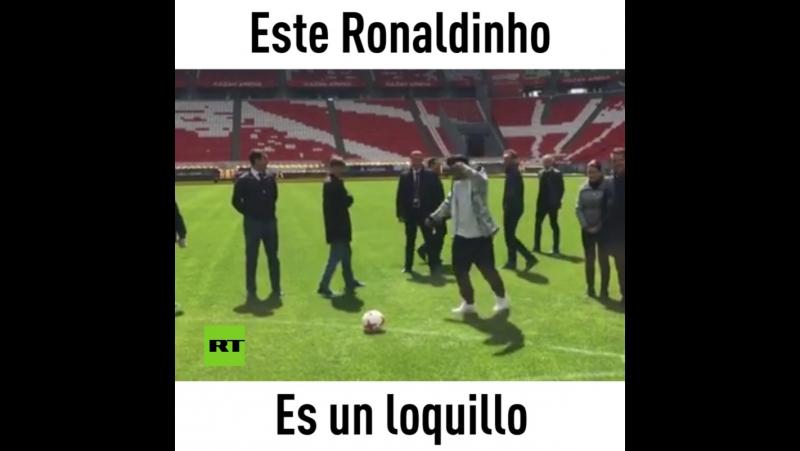 Ronaldinho experto en bromas