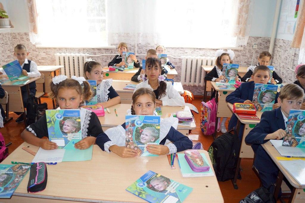 В Зеленчукском районе три школы получили в дар новые учебные пособия