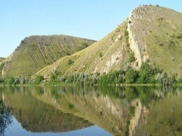 Гребневые горы — Две сестры