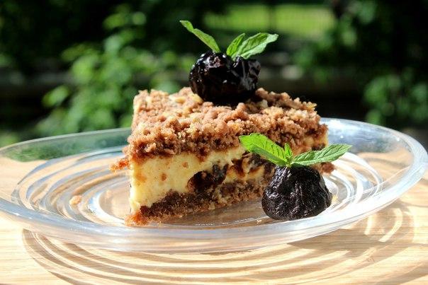 Пирог с черносливом и творогом