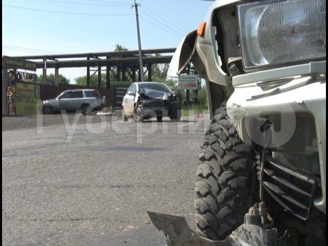 Попытка хабаровской автолюбительницы развернуться закончилась аварией. MestoproTV
