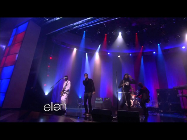 Gym Class Heroes feat. Adam Levine - Stereo Hearts (Live on Ellen DeGeneres 11-23-2011) » Freewka.com - Смотреть онлайн в хорощем качестве