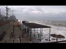 Отважные ребята - ЗОЛОТОИСКАТЕЛИ! Шторм в Лазаревском 25 декабря 2017. Пляж санатор ...