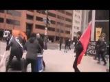 Протестующие против Дональда Трампа бьют окна магазинов и машин