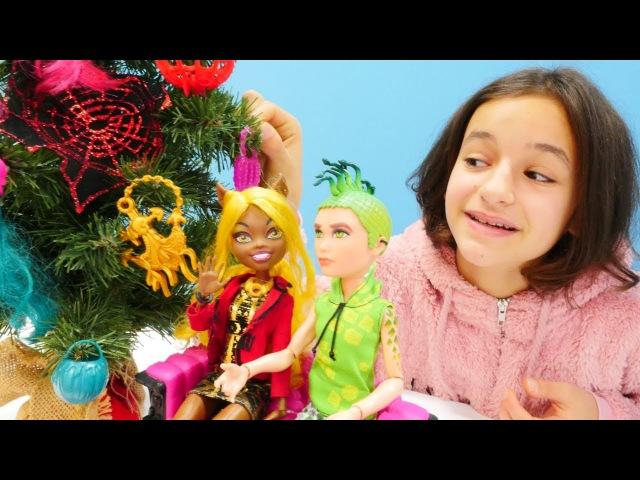 Torelai ve arkadaşı yılbaşı ağacını kaçırıyor! Kız oyuncakları
