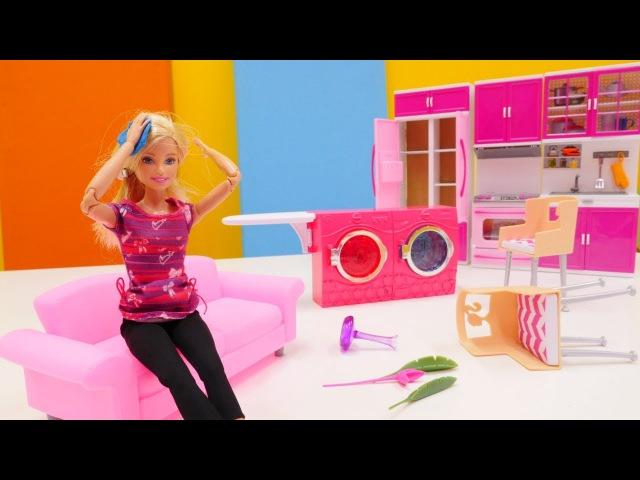 Eğlencelioyunlar. Barbie çok SAKAR! Ev DAĞİNIK. Barbie yaralanmış! Kız kanalında kukla oyunu