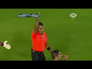 Gol anulado a Pachuca Aquivaldo Mosquera envío un cabezazo al fondo de la red pero estaba fuera de lugar.
