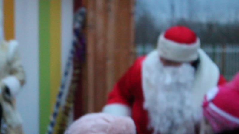 Дедушка Мороз № 3 празднует день рождения в парке Семья.