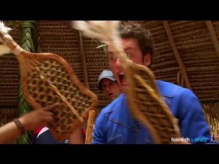 Мужчина повторил ритуал с надеванием перчаток с муравьями-пулями