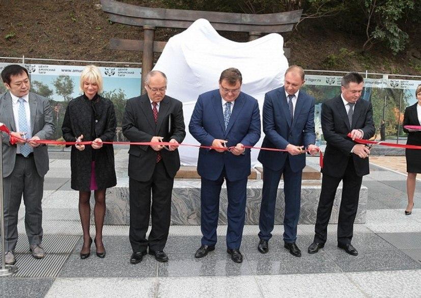 Статья об открытии памятника во Владивостоке.