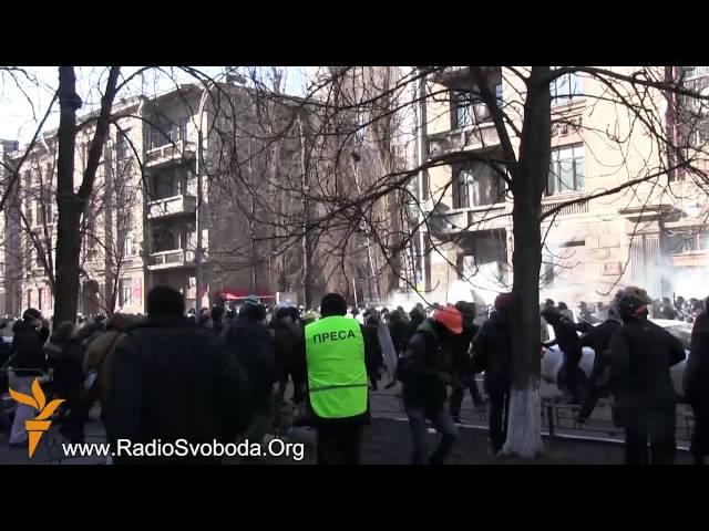18 февраля 2014 Киев Шелковичная Мітингувальники вибили внутрішні війська з Шовковичної