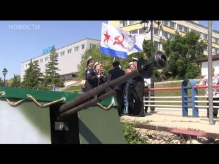 Военные корабли на набережной