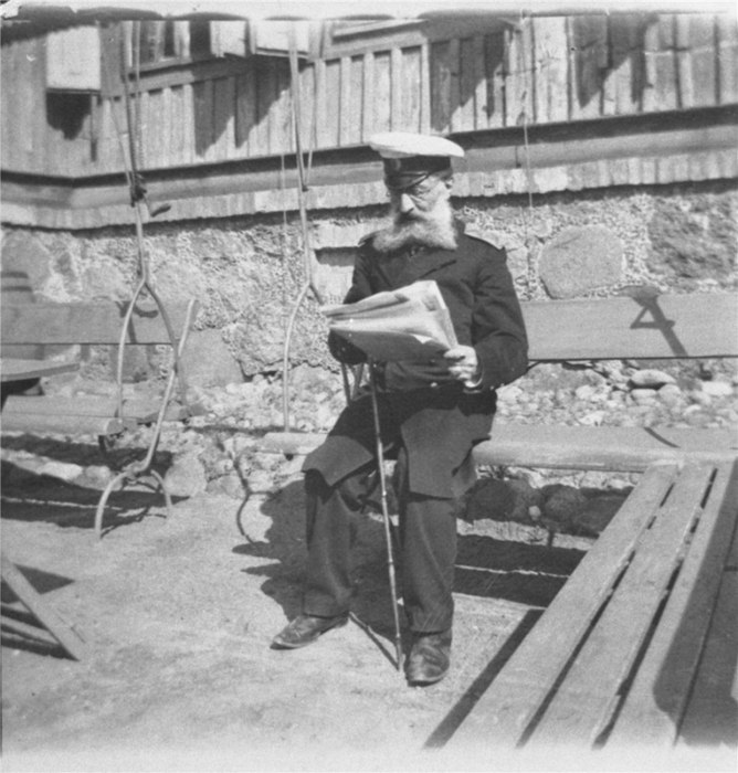 Григорий Александрович Пушкин за чтением газет.