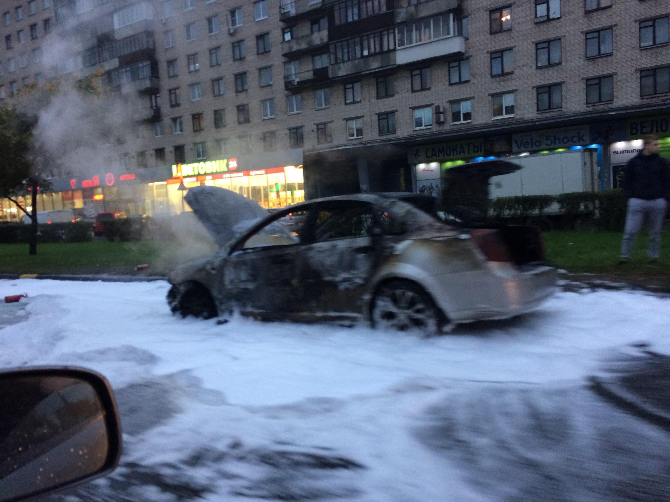 На В. О., вПетергофе, наСлавы— Автомобильные пожары