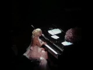 Lady Gaga - Million Reasons (Live @ Wynn Las Vegas)