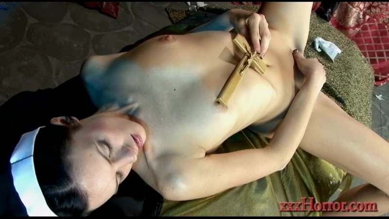 Xxx horror nun Stephanie Sage  Dakota in Satans Sexual Slave порно монашка засунула в пизду распятие