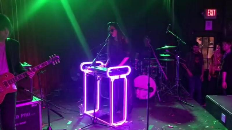Allie X – Sanctuary (Live at Club Dada)