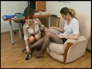 Русские девушки сексуально меряют туфли [foot fetish, femdom, feet, фут фетиш, ножки]