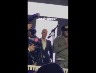 February 26: Another video of Justin at Floyd Mayweathers birthday party in Los Angeles, CA