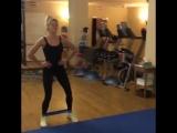 Простое и эффективное упражнение с помощью фитнес резинки