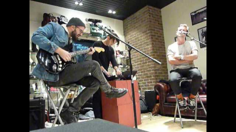 White Lies - Farewell To The Fairground - Dr Martens in-store - Manchester - 08.10.16 » Freewka.com - Смотреть онлайн в хорощем качестве