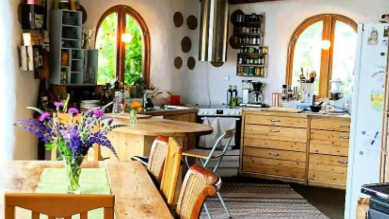 Семья из Норвегии построила дом под куполом, где тепло и уютно даже полярной зим