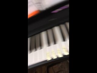 Играю на пианино мама Маша и медведь 1.000.000 алых роз леди бак и супер кот и просто весёлые мелоди