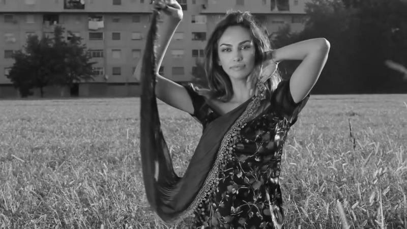 *Madalina Diana Ghenea* Lamore è come un giorno (Charles Aznavour)