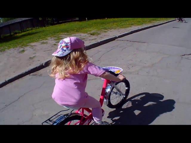 Влог. Прогулки. Велопрогулки. Кристина второй день на большом розовом велосипеде.