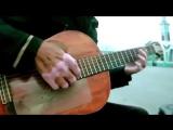 Бездомный попросил дать сыграть на гитаре