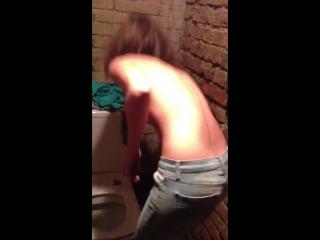 Подсмотрели у девчонок как раздеваются видео фото 462-212