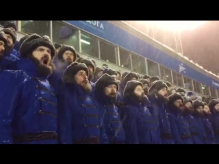 Хор бородатых мужчин на матче «Зенита»