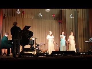 Ульяна, Вера, Маша на концерте Паши