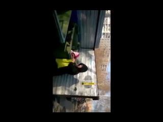 #Яжемать выбросила ребенка в мусорку