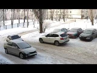 Шикарно припарковался. Авто, авария, гололёд, прикол, лучшая парковка 2017,  автокатастрофа, бог парковки.