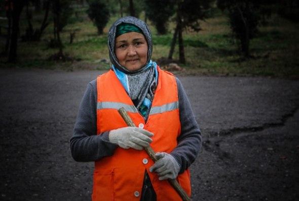 Рустам Эмомали поручил выделить свыше 2,5 млн. сомони «праздничных» сотрудницам коммунальных служб