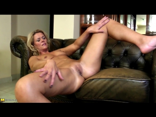 Mature mom with perfect body and hungry holes free porn 3d nl