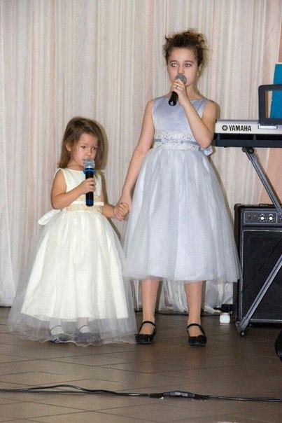Наши юные ученицы👭: малышка Лиза и её двоюродная сестричка Сабина поют