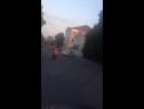 Голая на мотоцикле. Девушка топлес и в одних стрингах прокатилась по улицам Калуги. Очевидцы сняли происходящее на видео. Примеч