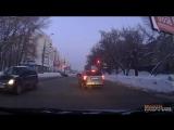 Женщина бежит на красный Самара.