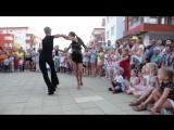 Номер от танцоров бальных танцев ко Дню Семьи в Форт Нокс 8 июля