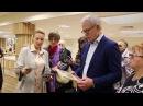 Осмотр выставки творчества ПГО ВОИ депутатом Госдумы В А Фетисовым 2 июня 2017