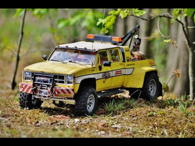 RC AXIAL SCX10 Wrecker the GENERAL @ a real heavy recovery