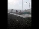 Cильный ветер на пляже в Сукко сносил шезлонги, зонты и торговое оборудование (Краснодарский край, 22.08.2017)